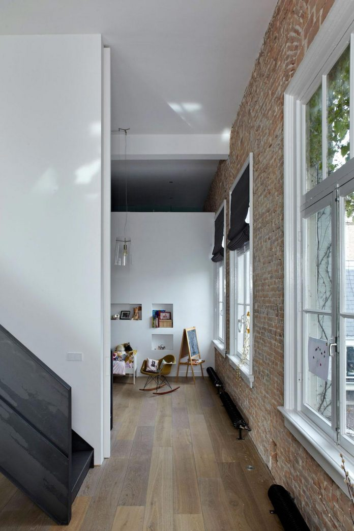 charming-canal-house-designed-witteveen-architects-amsterdam-netherlands-08