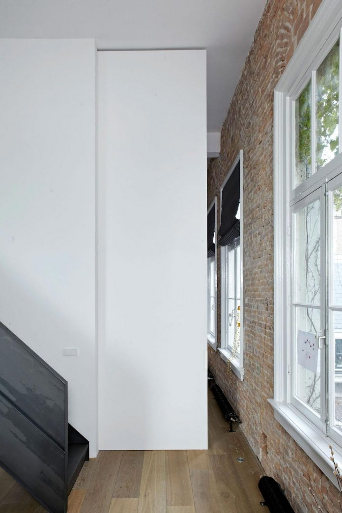charming-canal-house-designed-witteveen-architects-amsterdam-netherlands-09