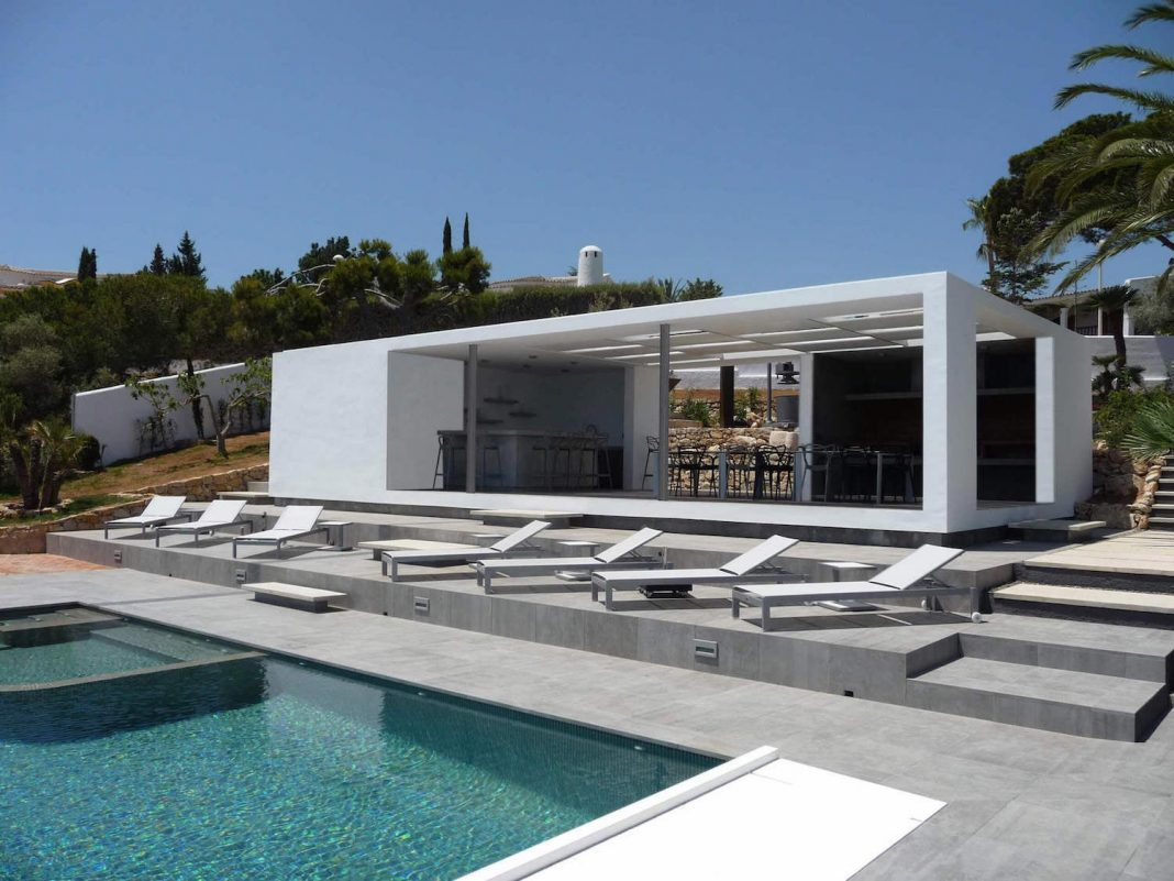 Chiringuito jc mediterranean villa by adi escura for Mediterranean villa architecture