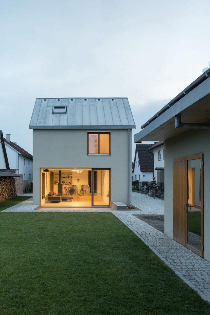 clean-simple-house-spk-ingolstadt-designed-nbundm-03