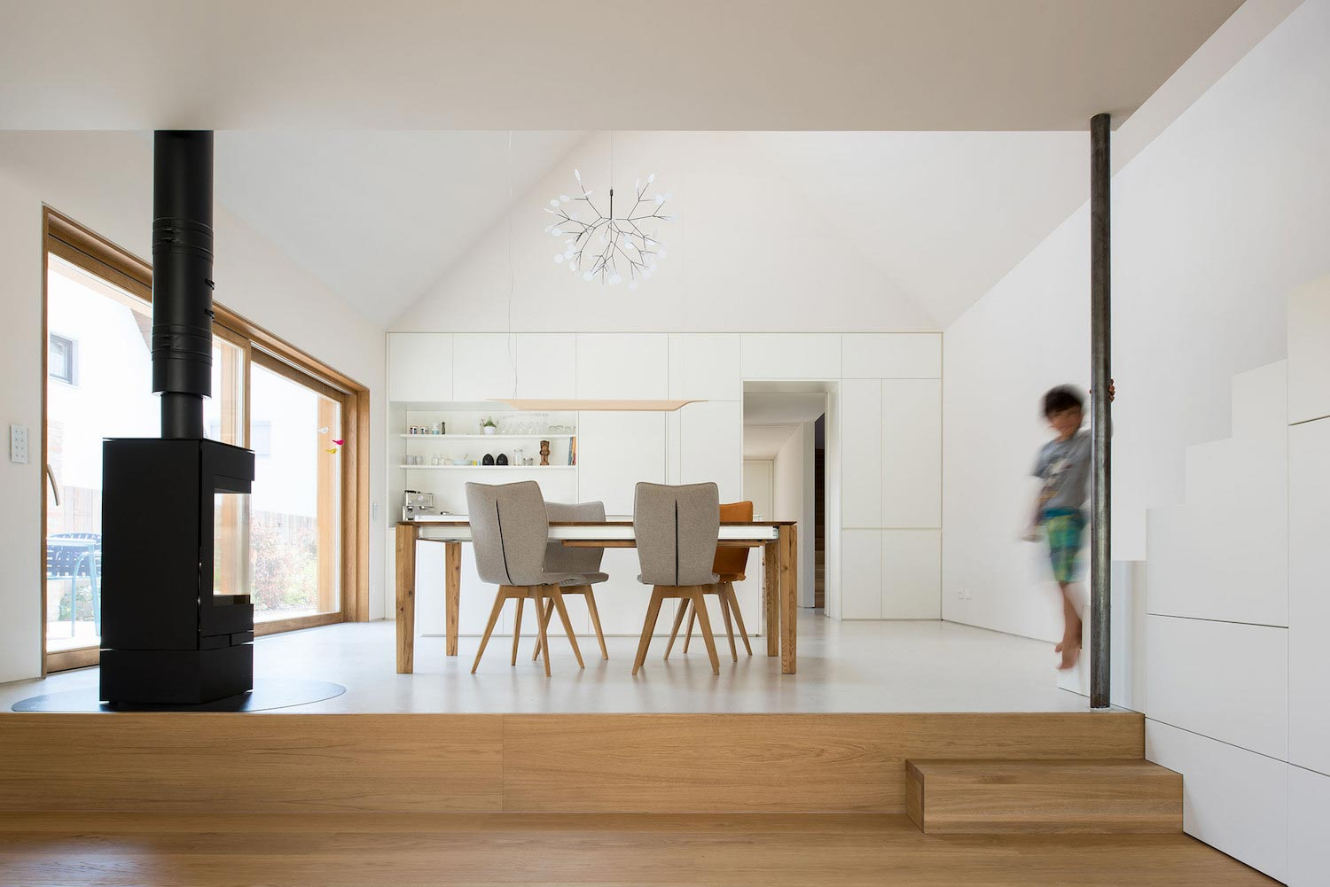 Clean and simple house spk in ingolstadt designed by for Minimalist house cleaning