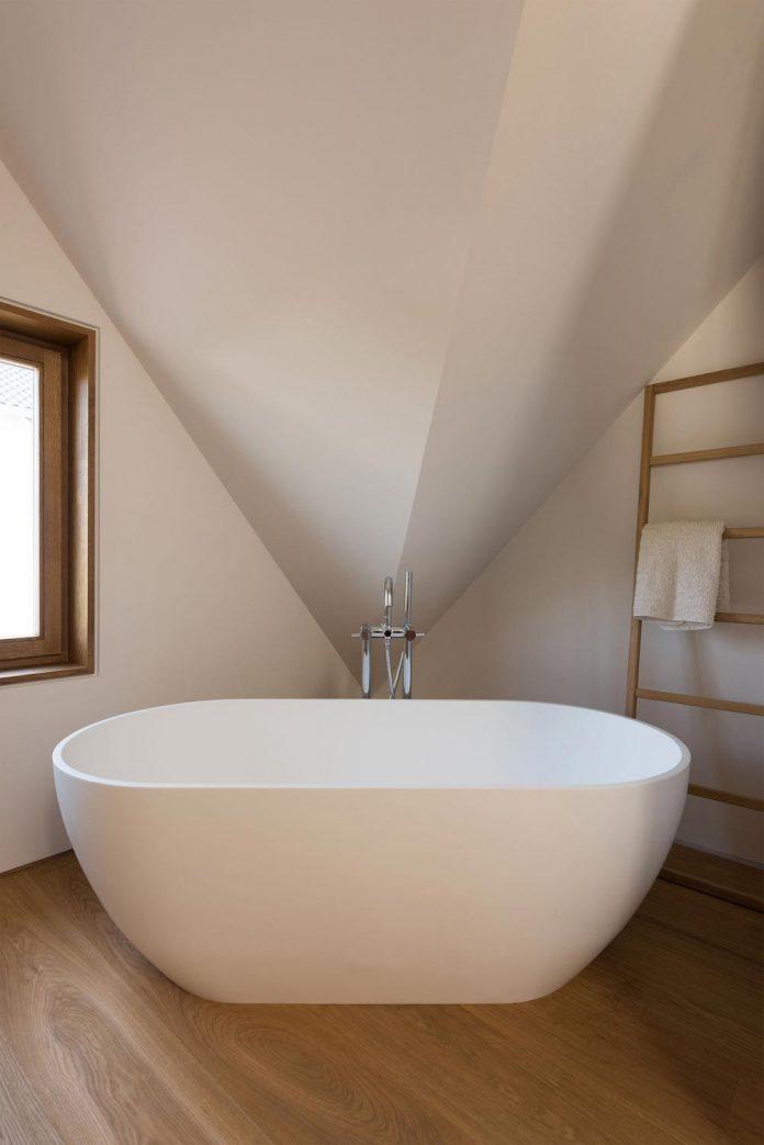 clean-simple-house-spk-ingolstadt-designed-nbundm-09