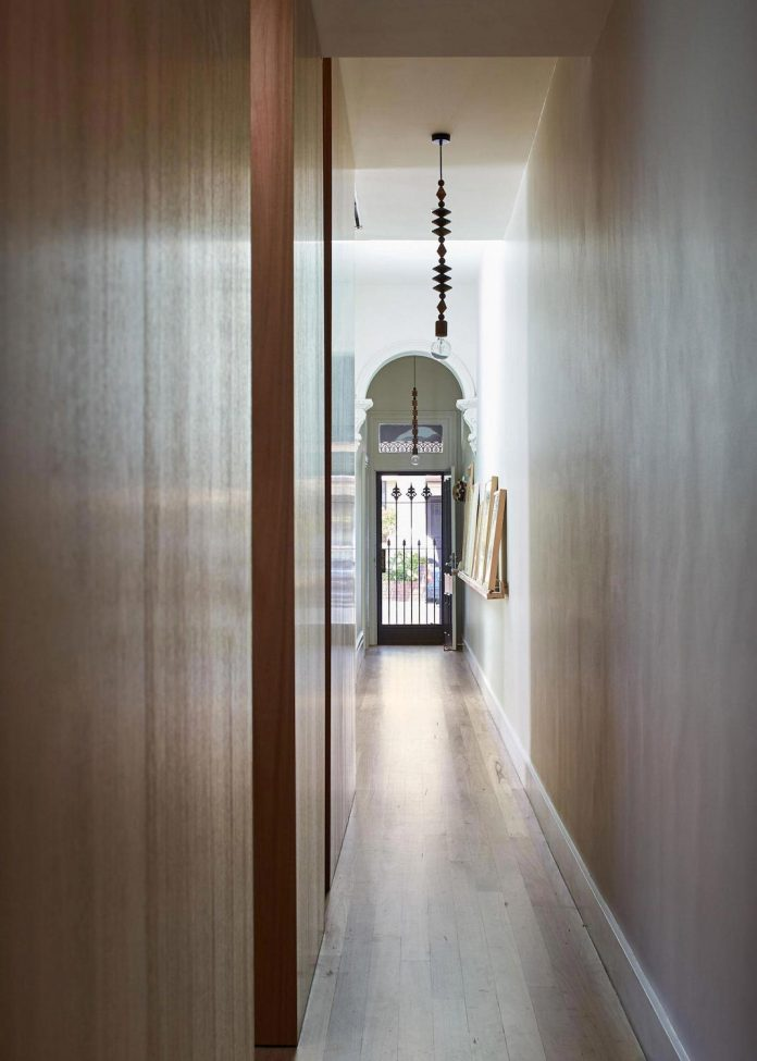 colourful-chic-dowel-town-house-melbourne-refurbished-fmd-architects-03