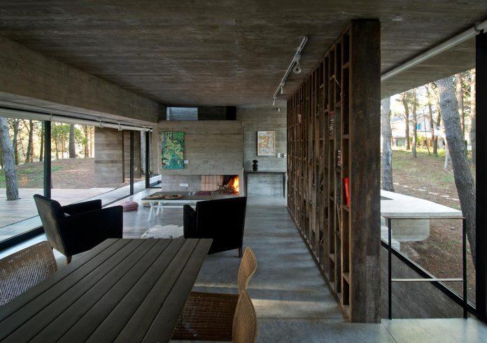 concrete-valeria-house-lush-vegetation-crossed-tall-dunes-designed-luciano-kruk-maria-victoria-besonias-17