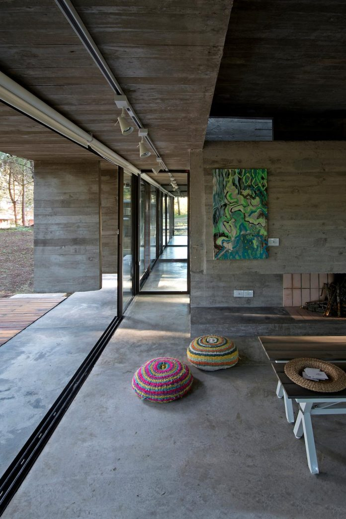 concrete-valeria-house-lush-vegetation-crossed-tall-dunes-designed-luciano-kruk-maria-victoria-besonias-18
