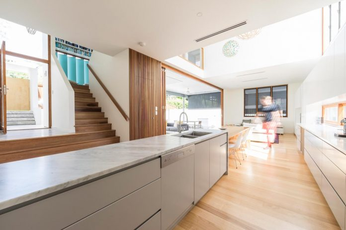 contemporary-backyard-house-teneriffe-brisbane-joe-adsett-architects-03