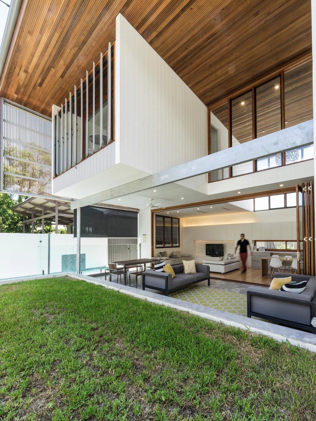 Contemporary Backyard contemporary backyard house in teneriffe, brisbanejoe adsett