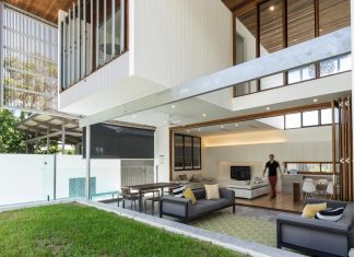 Contemporary Backyard House in Teneriffe, Brisbane by Joe Adsett Architects