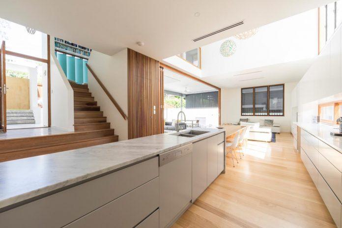 contemporary-backyard-house-teneriffe-brisbane-joe-adsett-architects-05