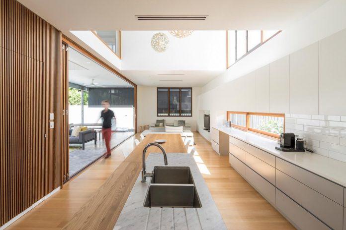 contemporary-backyard-house-teneriffe-brisbane-joe-adsett-architects-07