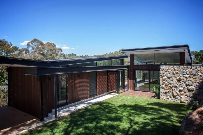 contemporary-bushland-warrandyte-house-perched-yarra-river-melbourne-alexandra-buchanan-architecture-01