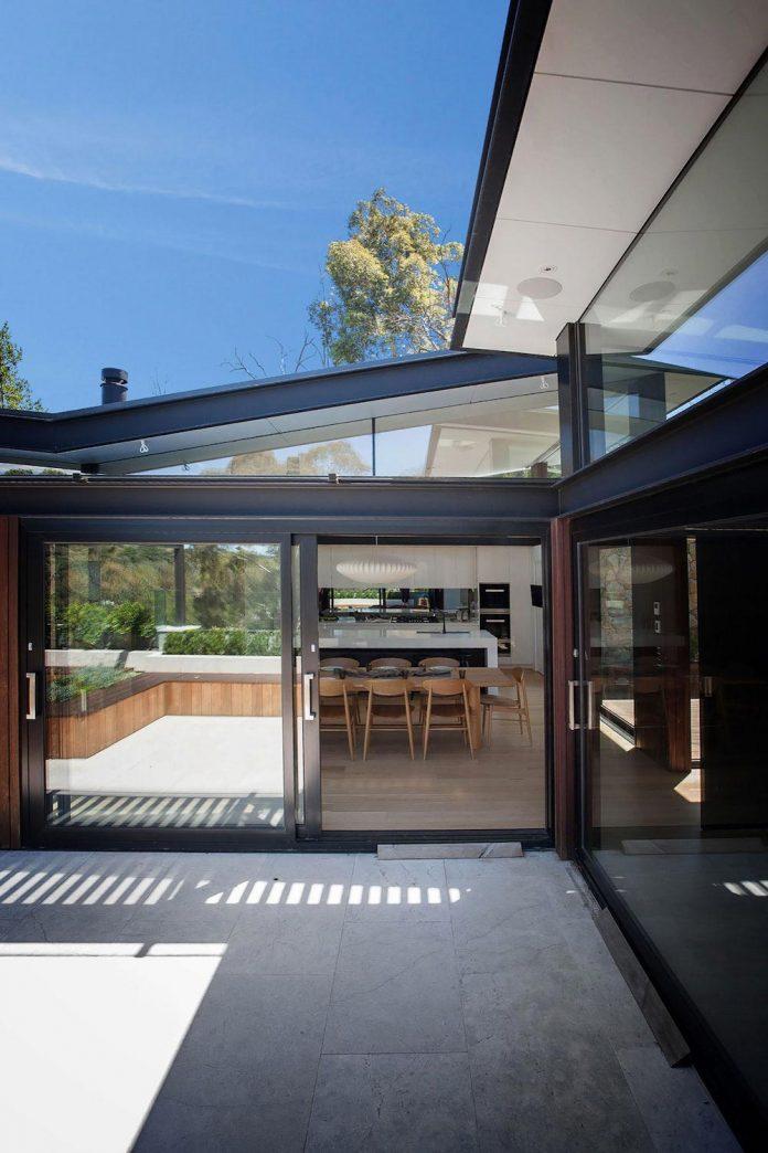contemporary-bushland-warrandyte-house-perched-yarra-river-melbourne-alexandra-buchanan-architecture-03