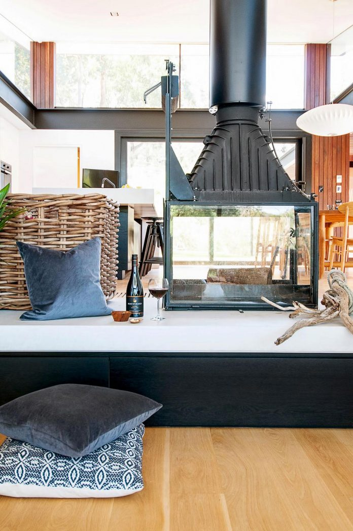 contemporary-bushland-warrandyte-house-perched-yarra-river-melbourne-alexandra-buchanan-architecture-07