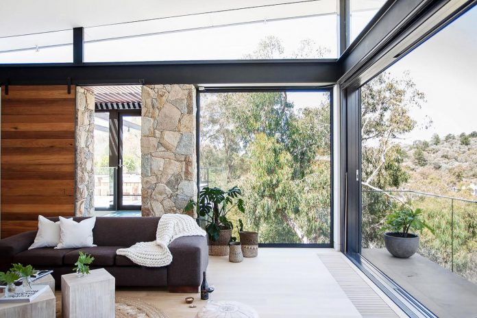 contemporary-bushland-warrandyte-house-perched-yarra-river-melbourne-alexandra-buchanan-architecture-08