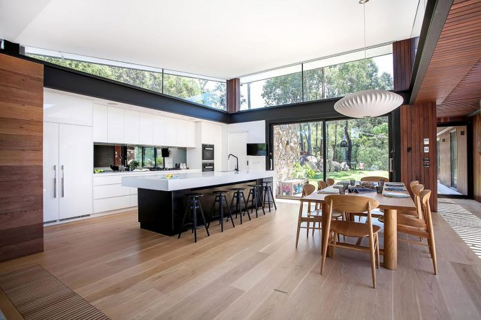 contemporary-bushland-warrandyte-house-perched-yarra-river-melbourne-alexandra-buchanan-architecture-09