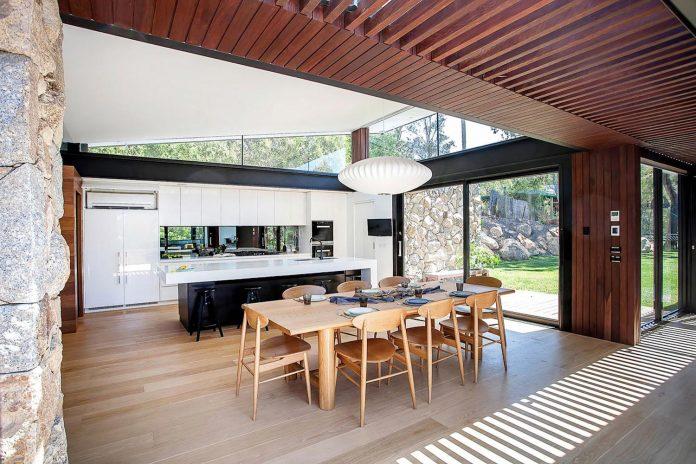 contemporary-bushland-warrandyte-house-perched-yarra-river-melbourne-alexandra-buchanan-architecture-10