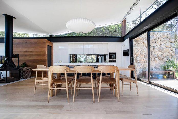 contemporary-bushland-warrandyte-house-perched-yarra-river-melbourne-alexandra-buchanan-architecture-11