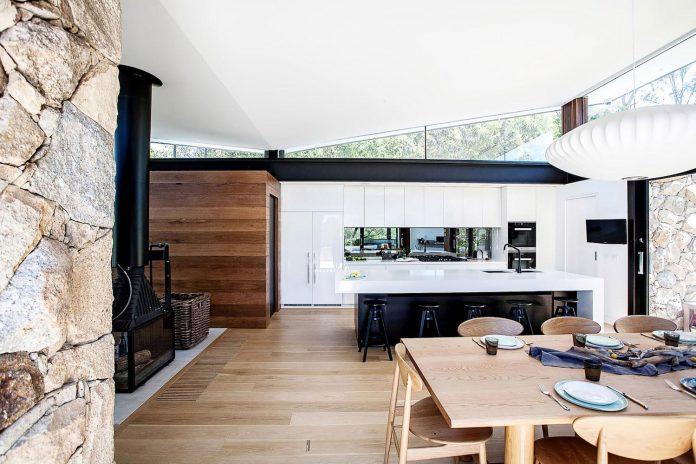 contemporary-bushland-warrandyte-house-perched-yarra-river-melbourne-alexandra-buchanan-architecture-13