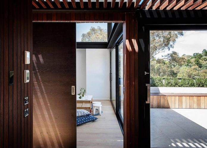 contemporary-bushland-warrandyte-house-perched-yarra-river-melbourne-alexandra-buchanan-architecture-18