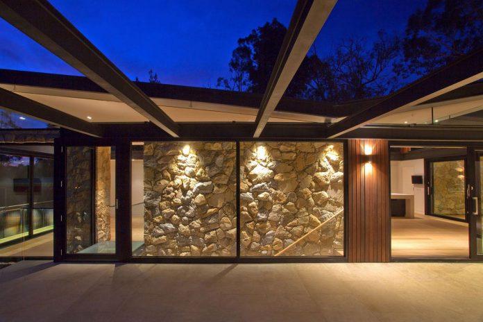 contemporary-bushland-warrandyte-house-perched-yarra-river-melbourne-alexandra-buchanan-architecture-21