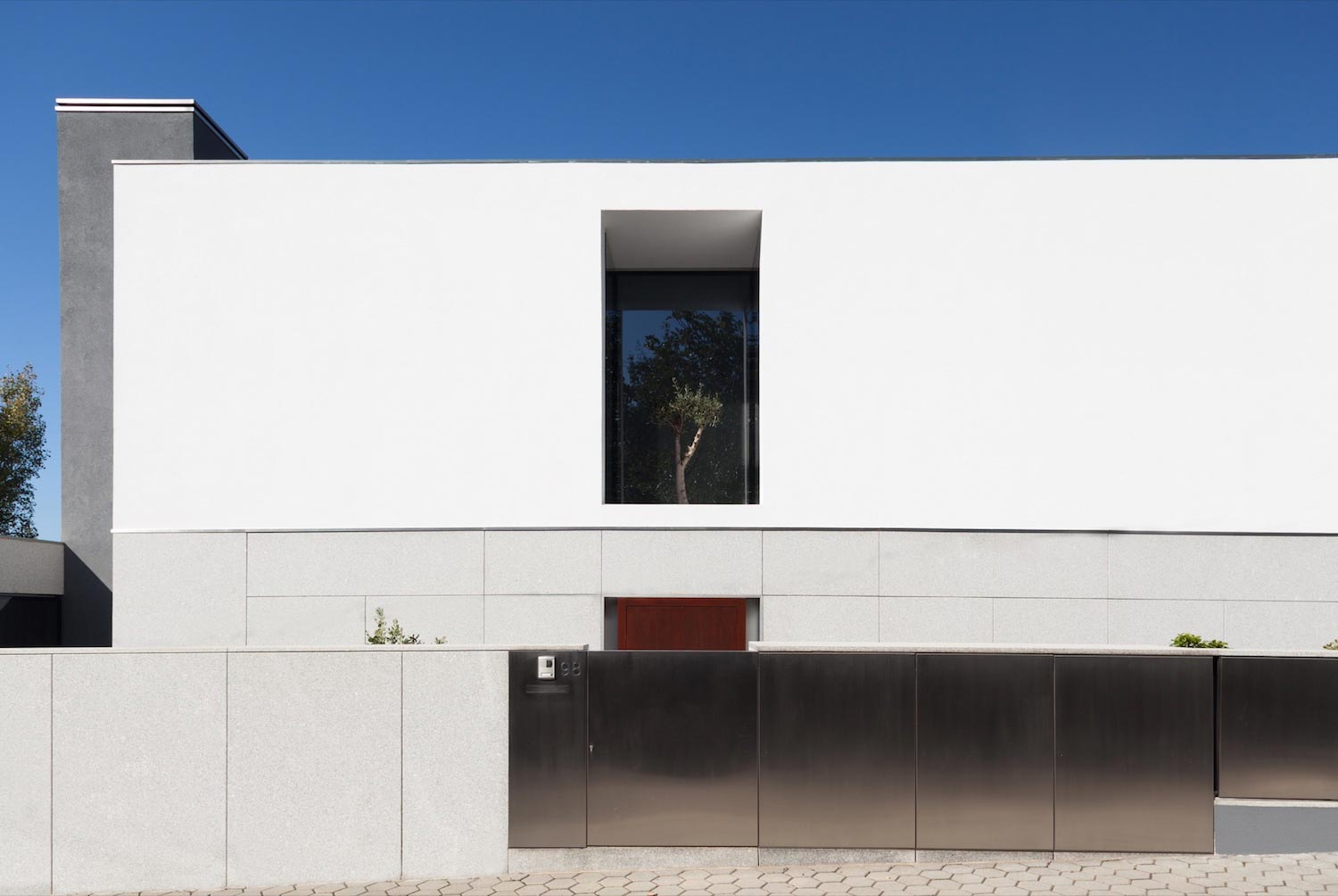 Two-storey modern house in Portugal 92
