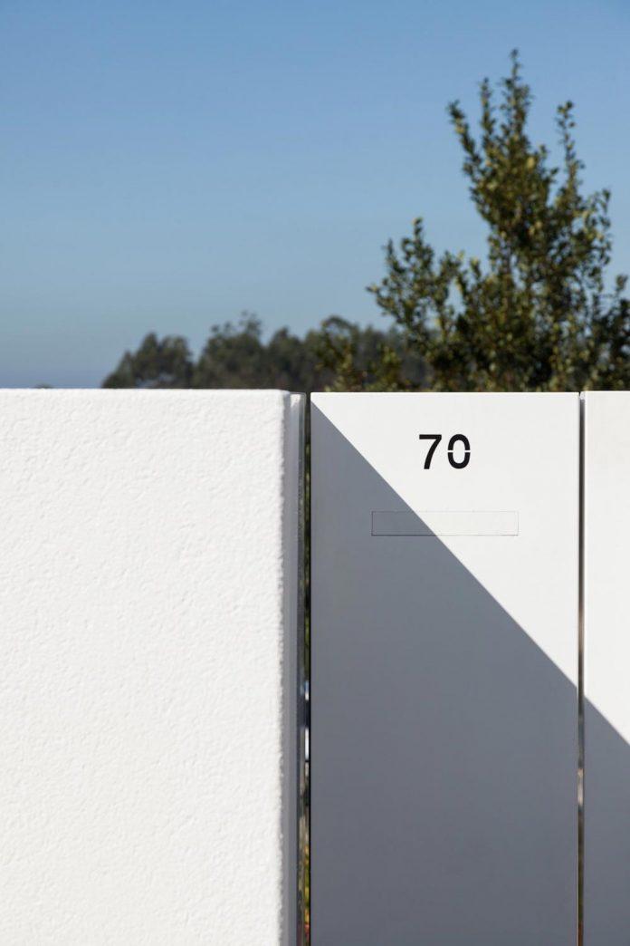 contemporary-two-story-house-s-felix-da-marinha-portugal-designed-nelson-resende-02
