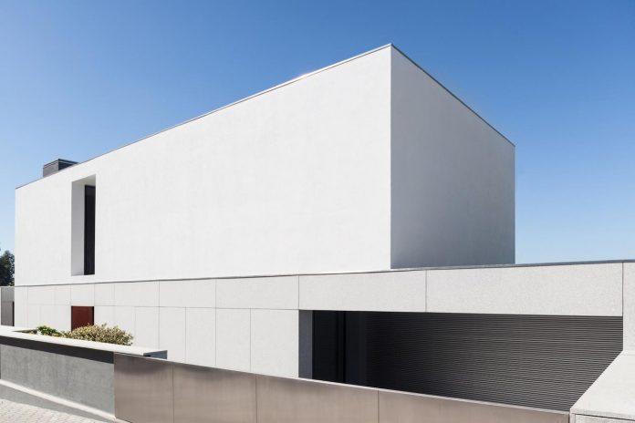 contemporary-two-story-house-s-felix-da-marinha-portugal-designed-nelson-resende-03
