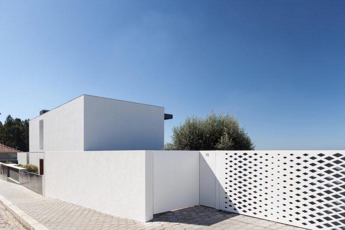 contemporary-two-story-house-s-felix-da-marinha-portugal-designed-nelson-resende-06