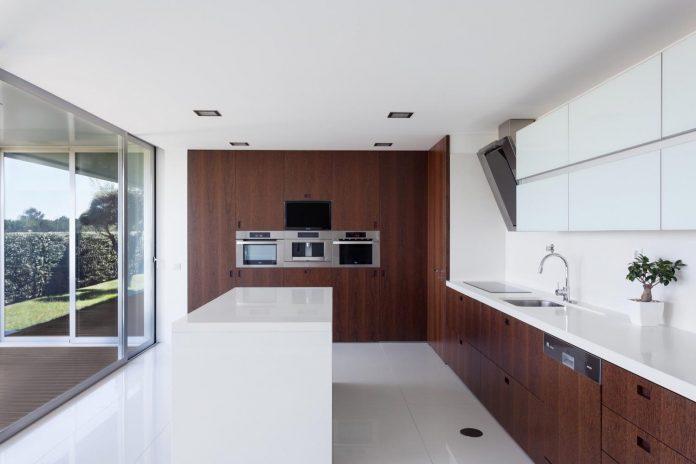 contemporary-two-story-house-s-felix-da-marinha-portugal-designed-nelson-resende-09