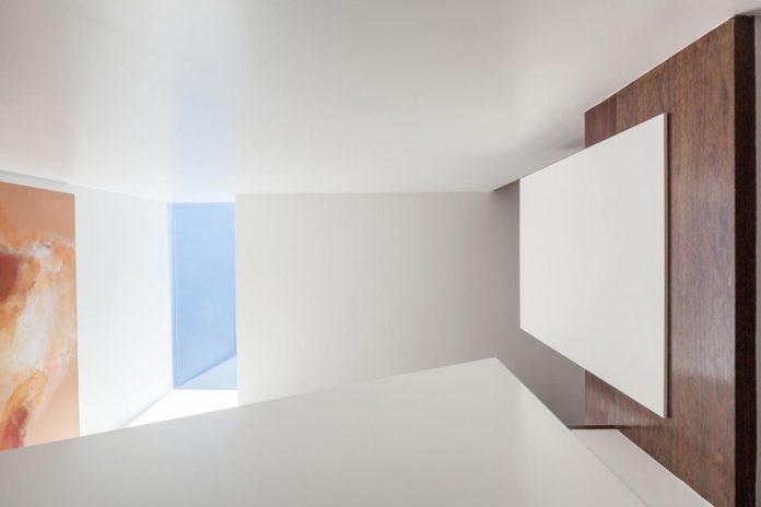 contemporary-two-story-house-s-felix-da-marinha-portugal-designed-nelson-resende-12