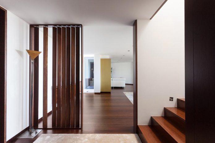 contemporary-two-story-house-s-felix-da-marinha-portugal-designed-nelson-resende-14