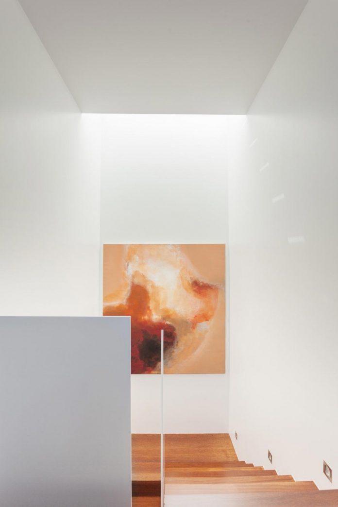 contemporary-two-story-house-s-felix-da-marinha-portugal-designed-nelson-resende-16