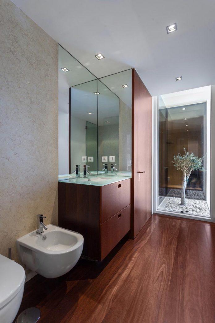 contemporary-two-story-house-s-felix-da-marinha-portugal-designed-nelson-resende-18