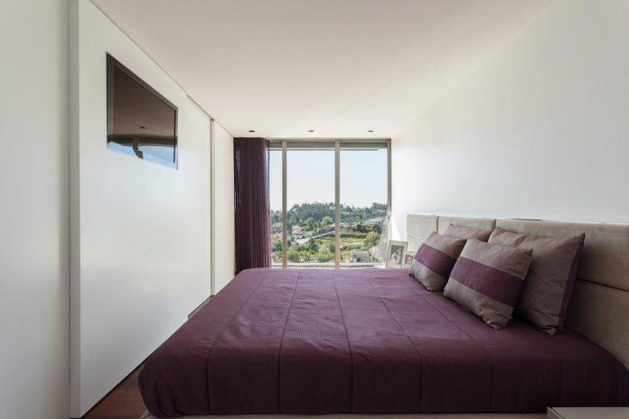 contemporary-two-story-house-s-felix-da-marinha-portugal-designed-nelson-resende-19