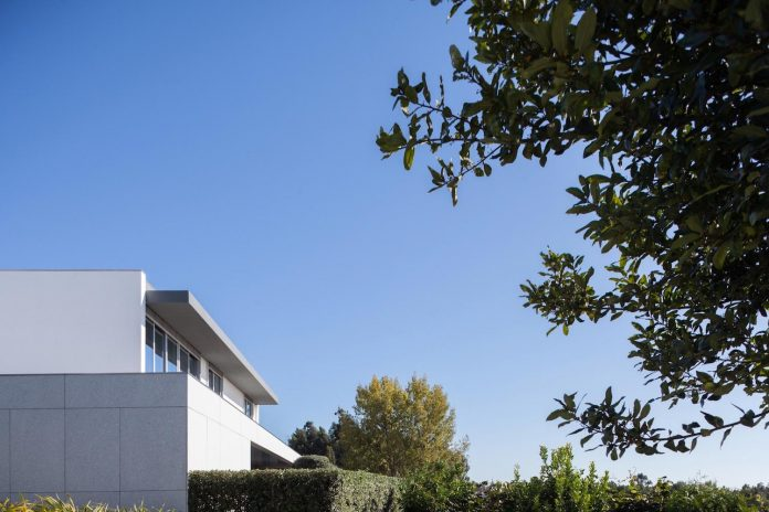 contemporary-two-story-house-s-felix-da-marinha-portugal-designed-nelson-resende-21