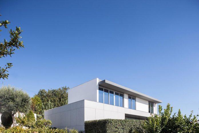 contemporary-two-story-house-s-felix-da-marinha-portugal-designed-nelson-resende-22