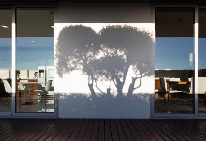 contemporary-two-story-house-s-felix-da-marinha-portugal-designed-nelson-resende-23