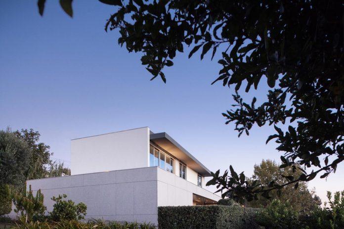 contemporary-two-story-house-s-felix-da-marinha-portugal-designed-nelson-resende-24