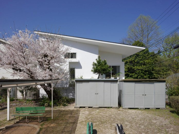 corner-contemporary-house-kitashirakawa-ume-architects-04
