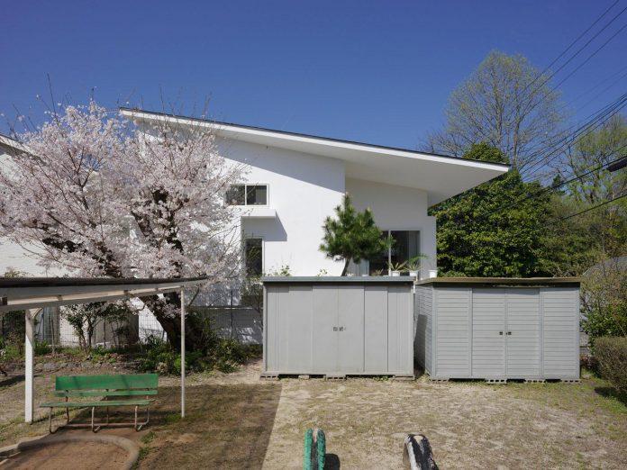 corner-contemporary-house-kitashirakawa-ume-architects-04
