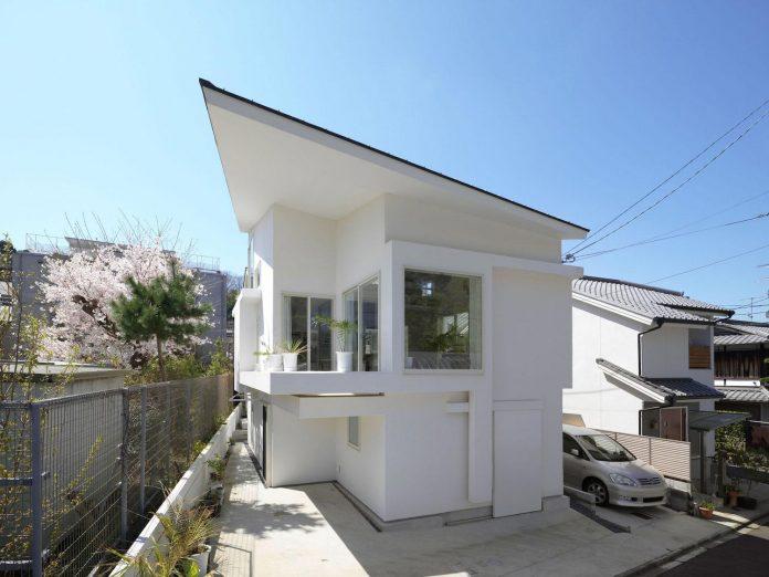 corner-contemporary-house-kitashirakawa-ume-architects-05