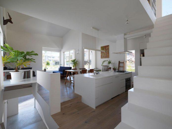 corner-contemporary-house-kitashirakawa-ume-architects-06