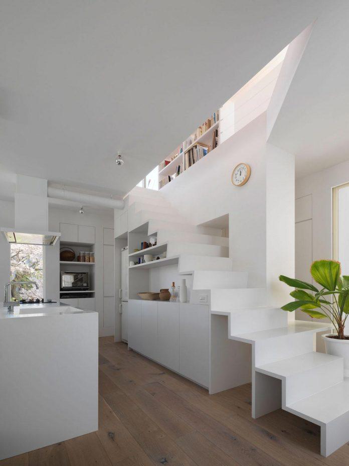 corner-contemporary-house-kitashirakawa-ume-architects-07