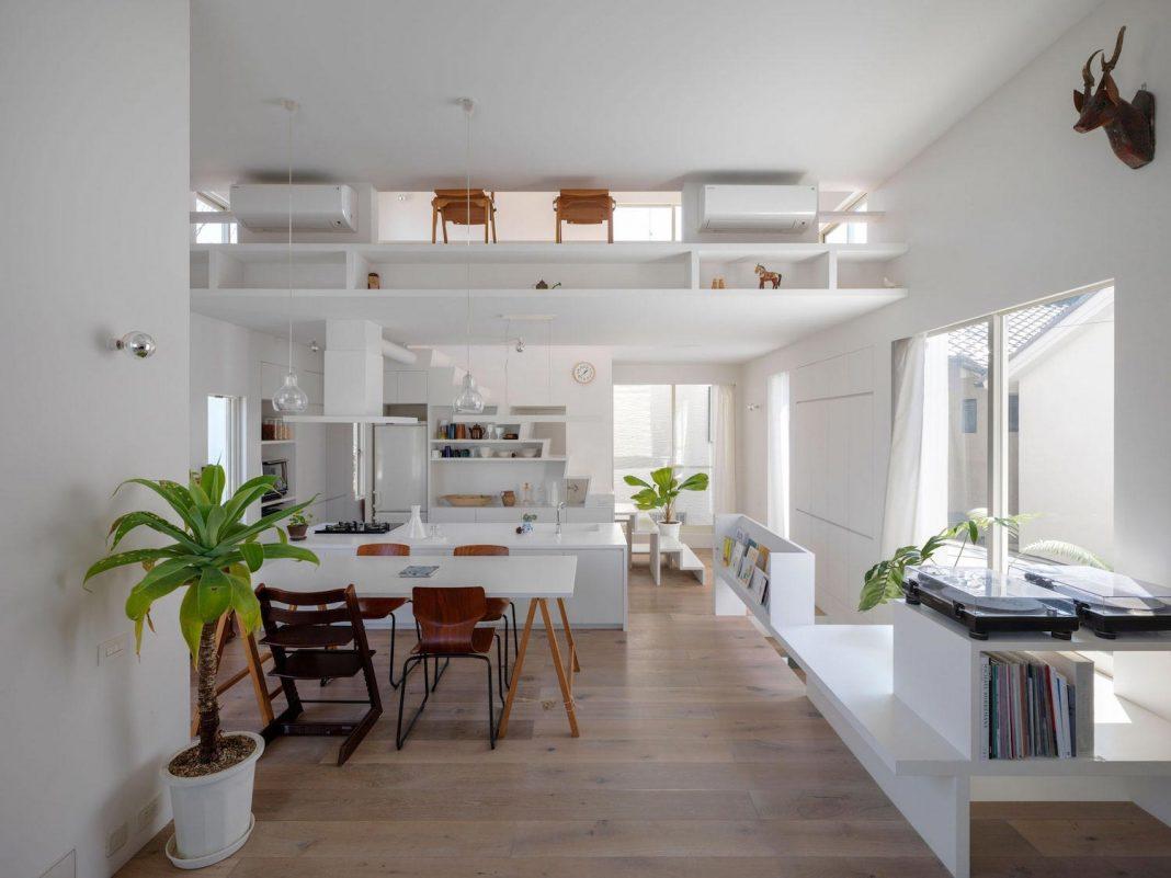 the corner contemporary house in kitashirakawa by ume architects