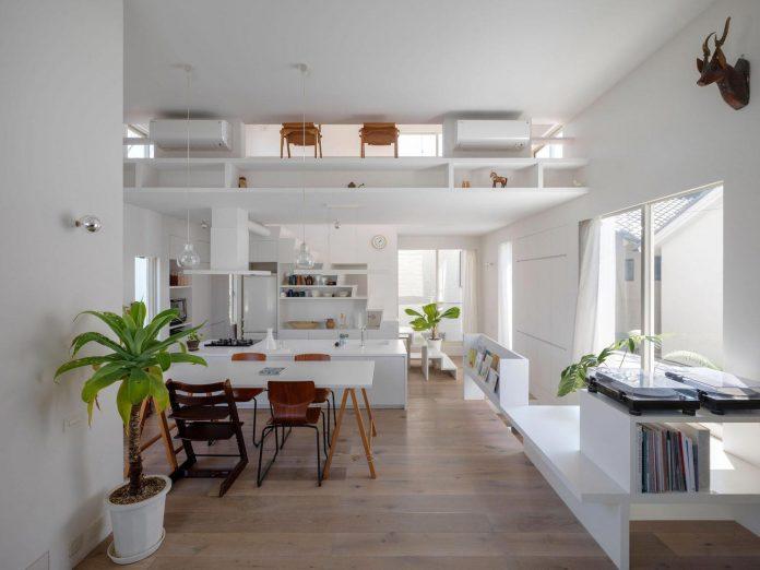 corner-contemporary-house-kitashirakawa-ume-architects-10