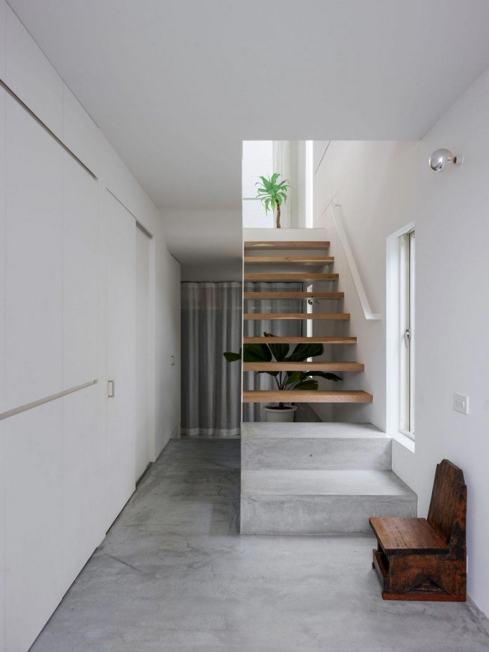corner-contemporary-house-kitashirakawa-ume-architects-12