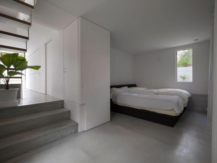 corner-contemporary-house-kitashirakawa-ume-architects-13