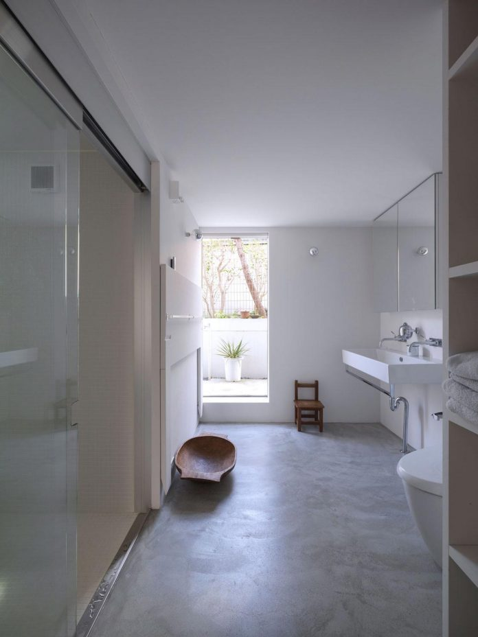 corner-contemporary-house-kitashirakawa-ume-architects-14