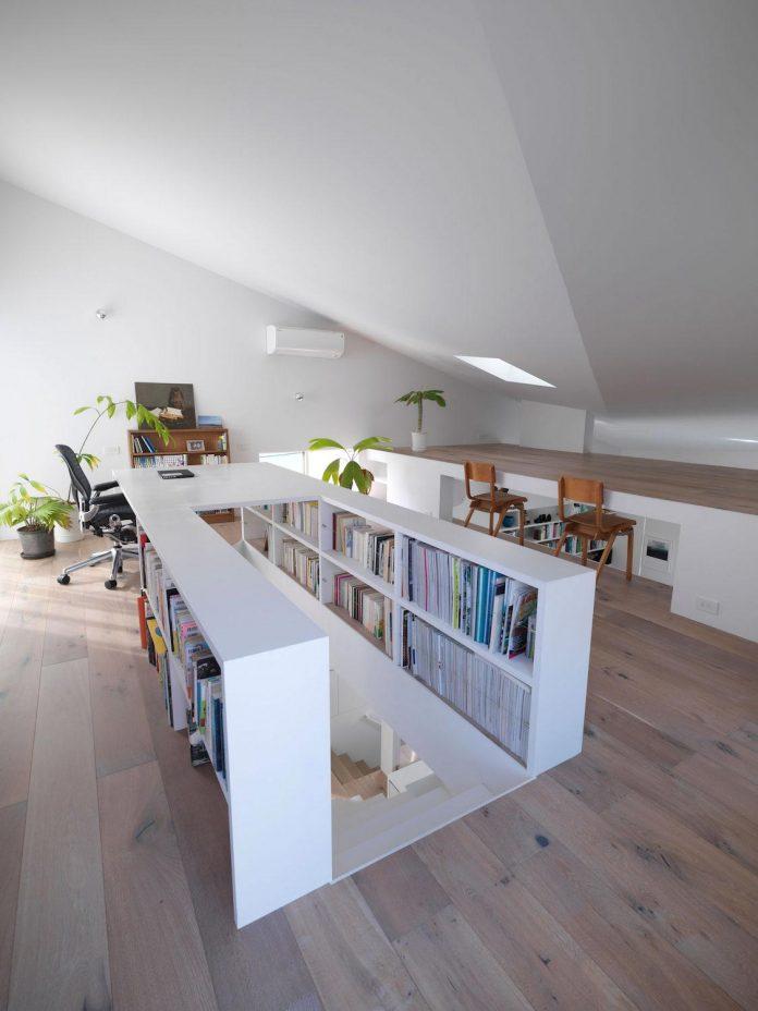 corner-contemporary-house-kitashirakawa-ume-architects-15