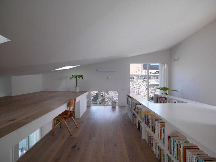 corner-contemporary-house-kitashirakawa-ume-architects-16